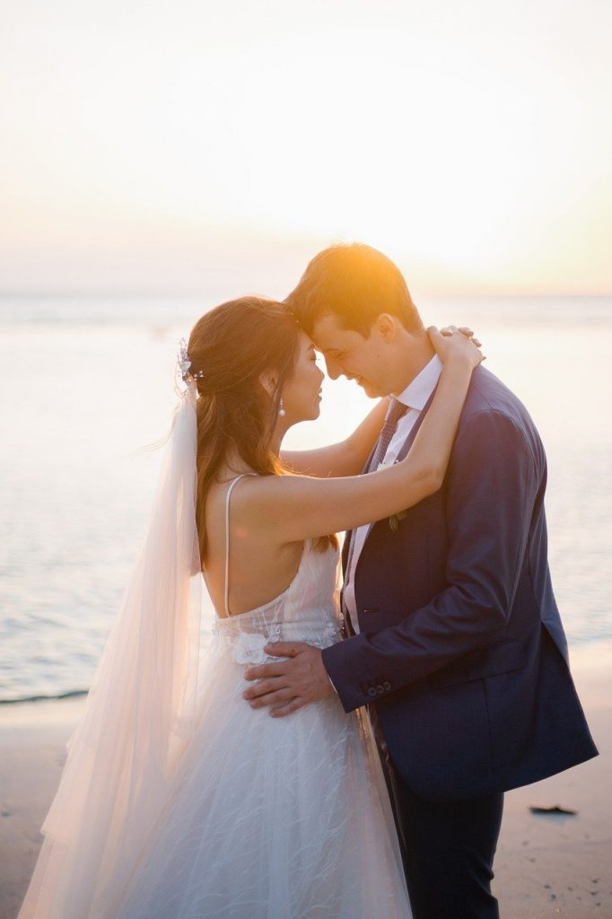 How to find a free wedding location