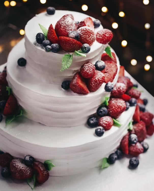 Gorgeous, Frosty Winter Wedding Cakes
